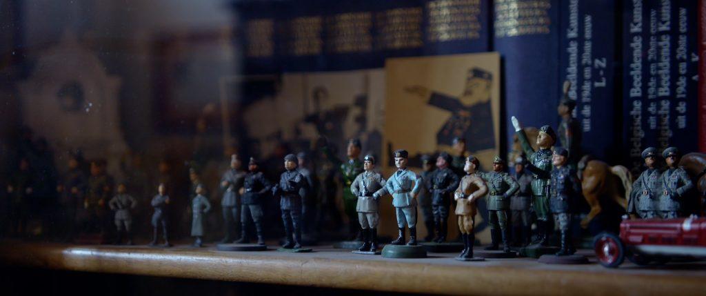 Fascisten beeldjes, Mussolini, curiosa, militaria, fascisten groet, allen tegen allen, luuk bouwman